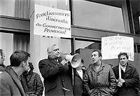 Sujet : Grèvistes<br /> Date : novembre 1968<br /> Photographe : Photo Moderne<br /> Collection: Jocelyn Paquet<br /> Numéro: 12436<br /> Historique de diffusion:Fonctionnaires  en greve a Quebec, novembre 1968.<br /> <br /> Photographe : Photo Moderne
