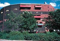 Ralph Erskine: Byker Redevelopment. 620 maisonettes. Photo '90.
