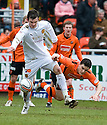 :: MOTHERWELL'S GAVIN GUNNING TRIES TO GET AWAY FROM THE ATTENTION OF DUNDEE UTD'S CRAIG CONWAY  ::