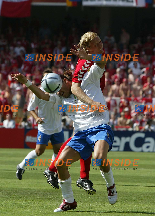 Guimaraes 14/6/2004 <br />Campionati Europei - European Championships 2004 <br />Danimarca Italia <br />francesco totti contrastato da un avversario<br /><br />Photo Insidefoto