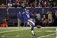 Punter Jeff Feagles (Giants)<br /> New York Giants vs. New England Patriots<br /> *** Local Caption *** Foto ist honorarpflichtig! zzgl. gesetzl. MwSt. Auf Anfrage in hoeherer Qualitaet/Aufloesung. Belegexemplar an: Marc Schueler, Am Ziegelfalltor 4, 64625 Bensheim, Tel. +49 (0) 6251 86 96 134, www.gameday-mediaservices.de. Email: marc.schueler@gameday-mediaservices.de, Bankverbindung: Volksbank Bergstrasse, Kto.: 151297, BLZ: 50960101
