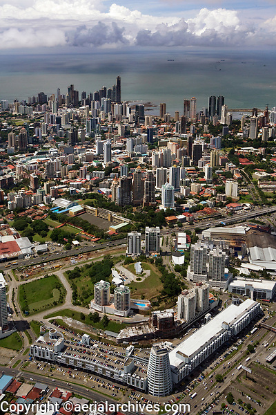 aerial photograph of Plaza Edison,  Panama City, Panama | fotografía aérea de la Plaza Edison, Ciudad de Panamá, Panamá