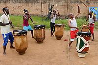 RUANDA, Kigali, Gikondo, music performance with djembe drums