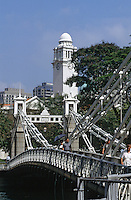 Asie/Singapour/Singapour: La rivière de Singapour et le pont Cavenagh