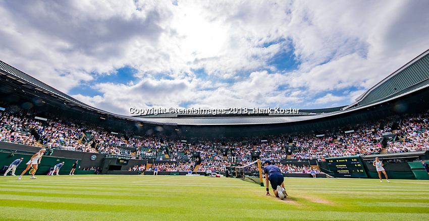 London, England, 10 th. July, 2018, Tennis,  Wimbledon, Womans single quarter final: Kiki Bertens (NED) (L) in her match against Julia Goerges (GER)<br /> Photo: Henk Koster/tennisimages.com
