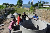 MADAGASCAR, Mananjary, construction of small biogas plant, fermentation tank / MADAGASKAR Mananjary, Bau einer Biogasanlage, Gaertank