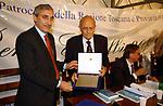 SABINO CASSESE RICEVE IL PREMIO<br /> PREMIO LETTERARIO CAPALBIO 2002