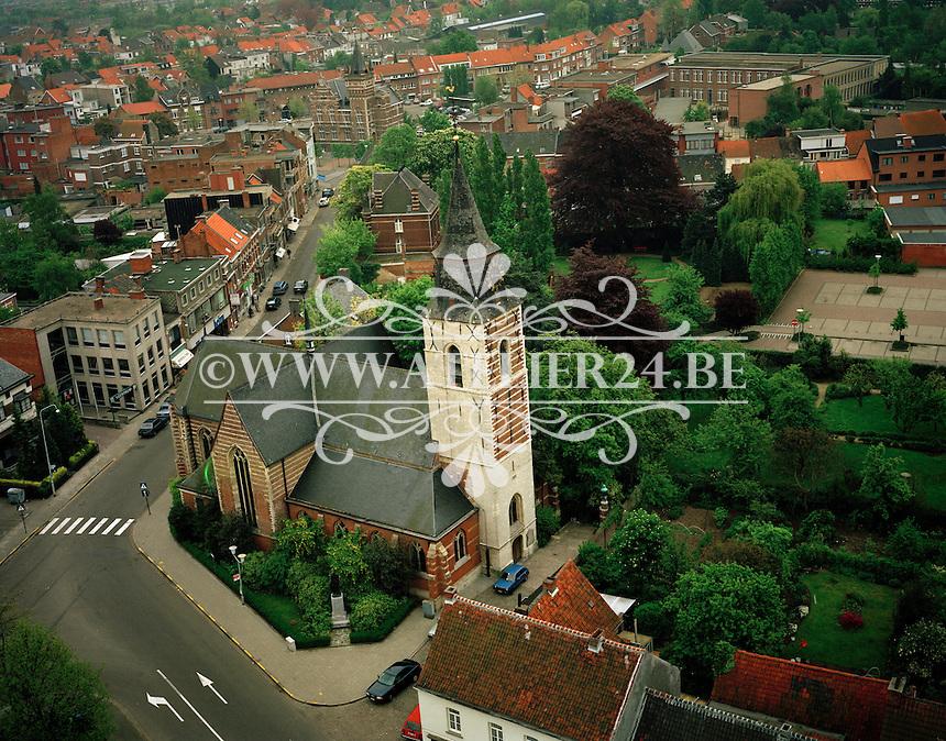 1991. De Sint-Antoniuskerk in Edegem is een grotendeels gotische kruiskerk uit de 16de en 17de eeuw. De westertoren dateert uit 1500 en de zijbeuken zijn er pas in 1888 bijgekomen. De Sint-Antoniuskerk is gelegen op de hoek van de Drie Eikenstraat en de Strijdersstraat.