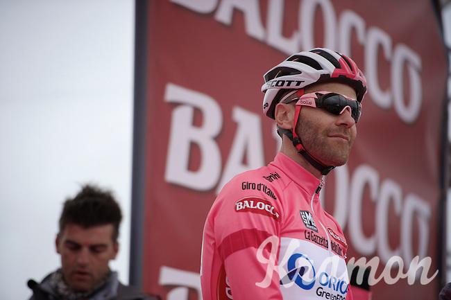 'maglia rosa' Svein Tuft (CAN/Orica-GreenEdge) on the start podium<br /> <br /> Giro d'Italia 2014<br /> stage 2: Belfast-Belfast <br /> 219km