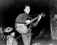 Sacha Distel en spectacle a Quebec<br />  entre le 11 et le 17 octobre 1965<br /> <br /> Photographe : Photo Moderne
