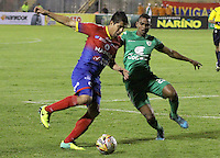 PASTO -COLOMBIA, 04-09-2015. Oscar Briceño (Izq) jugador del Deportivo Pasto disputa el balón con Amauri Torralbo (Der) jugador de La Equidad durante partido por la fecha 10 de la Liga Águila II 2015 jugado en el estadio La Libertad de la ciudad de Pasto./ Oscar Briceño (L) player of Deportivo Pasto vies for the ball with Amauri Torralbo (R) player of La Equidad during the match for the 10th date of the Aguila League II 2015 played at La Libertad stadium in Pasto city. Photo: VizzorImage / Leonardo Castro / Cont