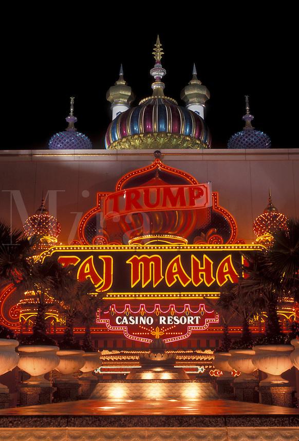 AJ4338, casino, Atlantic City, Taj Mahal, New Jersey, The entrance to Taj Mahal Casino Resort illuminated at night in Atlantic City in the state of New Jersey.