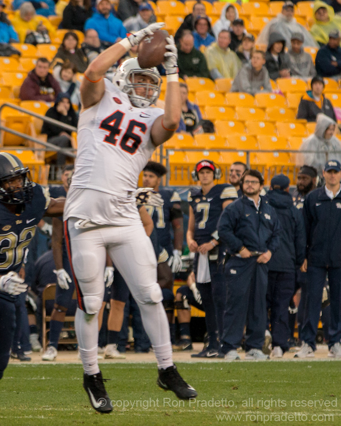 Virginia tight end Evan Butts makes a catch. The Pitt Panthers defeated the Virginia Cavaliers 31-14 at Heinz Field, Pittsburgh, PA on October 28, 2017.