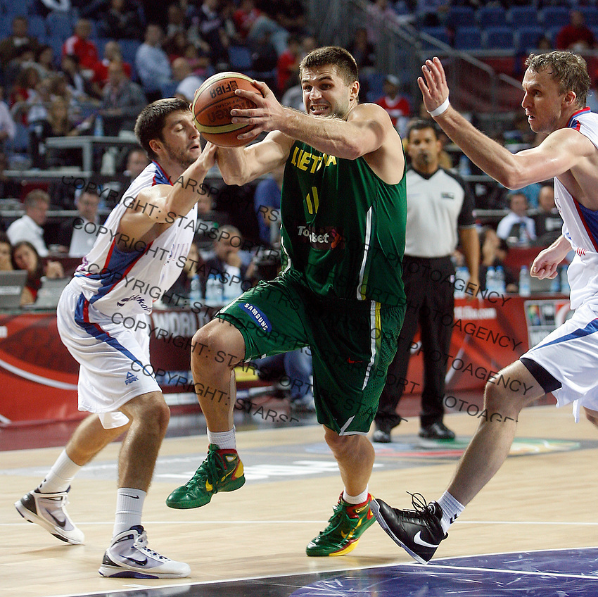 Linas KLEIZA (Lithuania)  passes Stefan MARKOVIC (Serbia) and Dusko SAVANOVIC (Serbia) during the 3rd Place World championship basketball match against Serbia in Istanbul, Serbia-Lithuania, Turkey on Sunday, Sep. 12, 2010. (Novak Djurovic/Starsportphoto.com) .