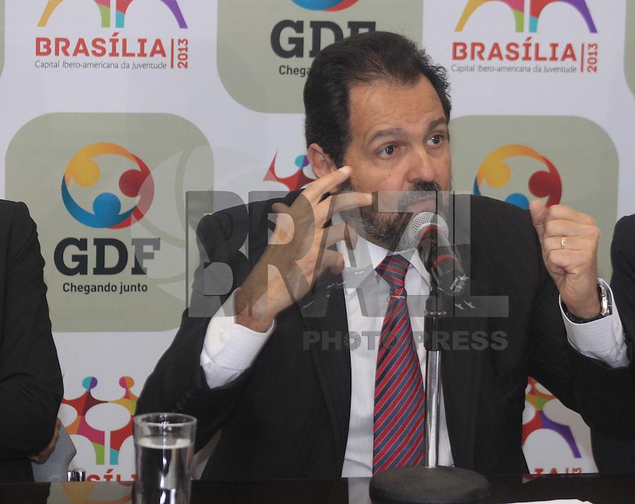 BRASÍLIA, DF 10 DE ABRIL 2013. GDF APRESENTA PROGRAMAÇÃO DO 53 ANOS DO ANIVERSÁRIO DA CIDADE DE BRASÍLIA. O governador de Brasília AGNELO QUEIROZ durante apresentacao da programação de eventos para o aniversário da cidade de Brasilia, nesta quarta feira (10). FOTO: RONALDO BRANDÃO / BRAZIL PHOTO PRESS