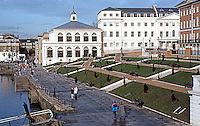 London: Richmond Riverside, Terrace.  Photo '90.