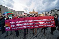 Anlaesslich der Eroeffnung der olympischen Winterspiele 2014 im russischen Sotschi versammelten sich Mitglieder von SPD, Linkspartei, B90/Gruene, FDP, CDU, Piraten und des Lesben- und Schwulenverband Deutschland (LSvD) am Freitag den 7. Februar 2014 vor dem Brandenburger Tor in Berlin-Mitte zu einer Kundgebung. Sie Protestierten gegen die homophobe Gesetzgebung in Russland, insbesondere den homophoben Artikel 6.13.1.<br />Vom Brandenburger Tor zogen die Kundgebungsteilnehmer zu einer Schweigeminute zum Zeitpunkt der Eroeffnungsfeierlichkeit in Sotschi vor die wenige hundert Meter entfernte Russische Botschaft.<br />7.2.2014, Berlin<br />Copyright: Christian-Ditsch.de<br />[Inhaltsveraendernde Manipulation des Fotos nur nach ausdruecklicher Genehmigung des Fotografen. Vereinbarungen ueber Abtretung von Persoenlichkeitsrechten/Model Release der abgebildeten Person/Personen liegen nicht vor. NO MODEL RELEASE! Don't publish without copyright Christian-Ditsch.de, Veroeffentlichung nur mit Fotografennennung, sowie gegen Honorar, MwSt. und Beleg. Konto:, I N G - D i B a, IBAN DE58500105175400192269, BIC INGDDEFFXXX, Kontakt: post@christian-ditsch.de<br />Urhebervermerk wird gemaess Paragraph 13 UHG verlangt.]
