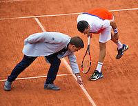Paris, France, 31 June, 2016, Tennis, Roland Garros, Roberto Bautista Agut (ESP) discussie with the chair umpire over a disputen call<br /> Photo: Henk Koster/tennisimages.com