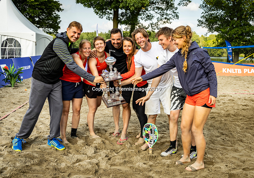 Rosmalen, Netherlands, 15 June, 2019, Tennis, Libema Open, Beachtennis winners with trophy<br /> Photo: Henk Koster/tennisimages.com