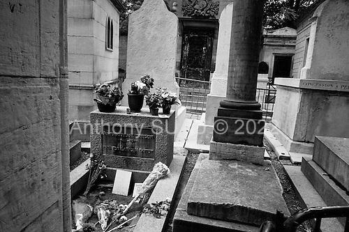 Paris, France.September 16, 2006..Visit to Jim Morrison's grave at Péré Lachaise Cemetery in Paris.