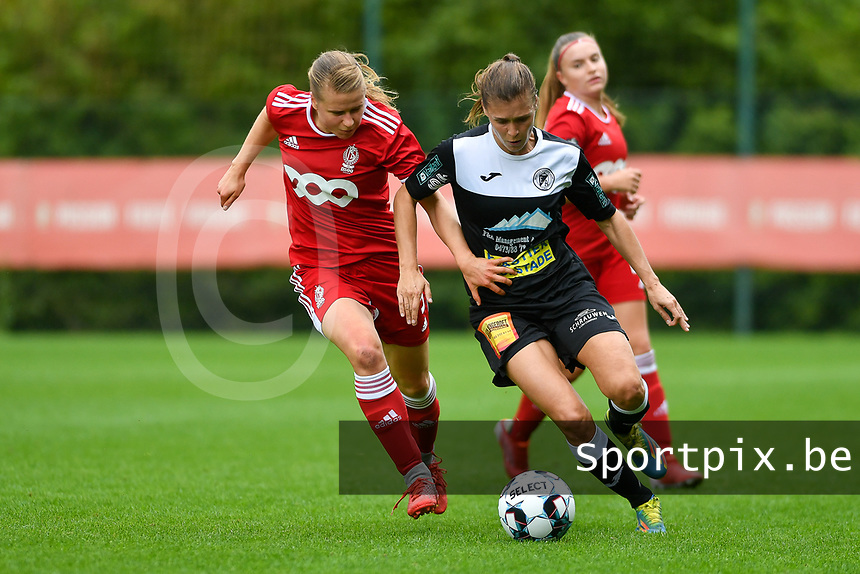Aster Janssens (5) of Standard and Anaelle Wiard (16) of Eendracht Aalst battle for the ball during a female soccer game between Standard Femina de Liege and Eendracht Aalst dames on the fourth matchday in the 2021 - 2022 season of the Belgian Scooore Womens Super League , Saturday 11 th of September 2021  in Angleur , Belgium . PHOTO SPORTPIX | BERNARD GILLET