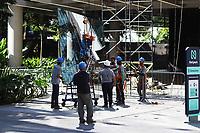 SÃO PAULO, SP, 03.06.2021 - CIDADE-SP - Operários substituem vidraça em prédio na esquina da Rua Frei Caneca com a Avenida Paulista, nesta quinta-feira, 3. (Foto Charles Sholl/Brazil Photo Press)