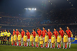 25.06.2010, Loftus Versfeld Stadium, Tshwane Pretoria, RSA, FIFA WM 2010, Chile (CHI) vs Spain (ESP)., im  Bild The Spanish squad line up under the floodlights alongside the match officials.  Foto: nph /    Marc Atkins