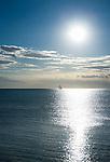 Croatia, Istria, Umag: single sailing boat on the horizon | Kroatien, Istrien, Umag: einzelnes Segelboot am Horizont im Gegenlicht