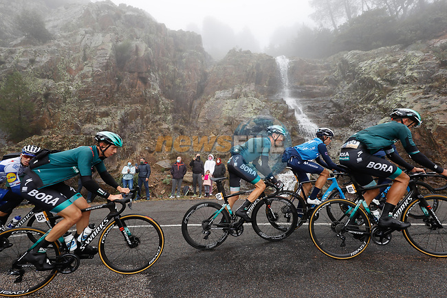 Bora-Hansgrohe on the front of the peloton during Stage 17 of the Vuelta Espana 2020, running 178.2km from Sequeros to Alto de la Covatilla, Spain. 7th November 2020. <br /> Picture: Luis Angel Gomez/PhotoSportGomez | Cyclefile<br /> <br /> All photos usage must carry mandatory copyright credit (© Cyclefile | Luis Angel Gomez/PhotoSportGomez)