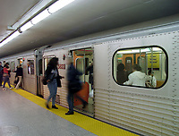 99-09-24. Toronto<br /> Toronto subway<br /> Photo : (c) Pierre Roussel, 1999 - AQP<br /> <br /> NOTE :  Digital Camera Image