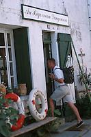 France/17/Charente Maritime/Ile de Ré/Ars en Ré: Boutique de Brocante et d'antiquité