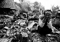 MILICI / REPUBBLICA SERBA DI BOSNIA 1995.VILLAGGIO SERBO NEI PRESSI DI SREBRENICA DISTRUTTO DALLE MILIZIE MUSULMANE DAL COMANDO DI NASER ORIC, INCRIMINATO A L'AJA PER CRIMINI DI GUERRA..FOTO LIVIO SENIGALLIESI..MILICI / REPUBLIKA SRPSKA 1995.SERBIAN VILLAGE NEAR MUSLIM ENCLAVE SREBRENICA, DESTROYED BY MUSLIM MILITIA LEADED BY NASER ORIC, INDECTED TO HAGUE FOR WAR CRIMES..PHOTO LIVIO SENIGALLIESI