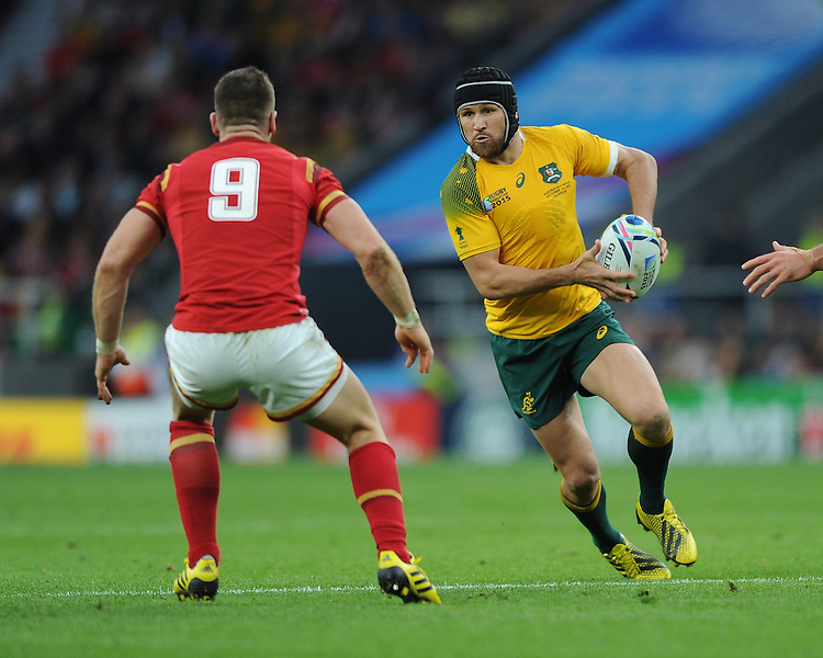Matt Giteau of Australia looks for space past Gareth Davies of Wales during Match 35 of the Rugby World Cup 2015 between Australia and Wales - 10/10/2015 - Twickenham Stadium, London<br /> Mandatory Credit: Rob Munro/Stewart Communications