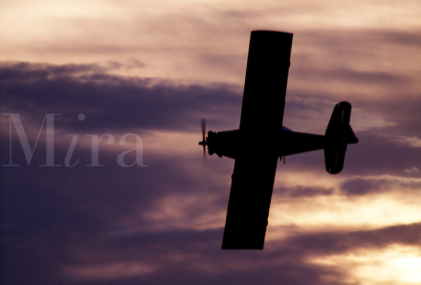 Twin engine airplane in flight.