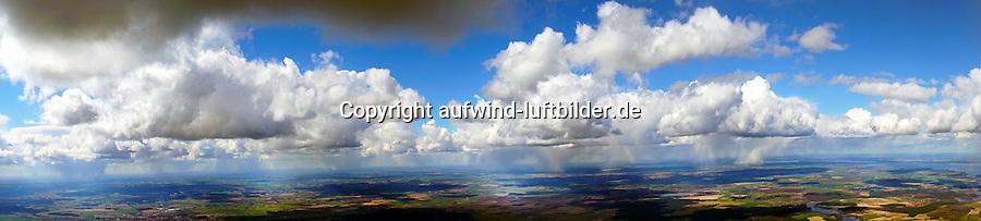 Cumulus Wolken bei Kaltluft mit Schneeschauern: EUROPA, DEUTSCHLAND, MECKLENBURG- VORPOMMERN, (EUROPE, GERMANY), 04.04.2015: Cumulus Wolken bei Kaltluft mit Schneeschauern