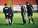 :: REFEREE WILLIE COLLUM MAKES HIS PITCH INSPECTION BEFORE CALLING OFF DUNDEE UTD'S GAME AGAINST HAMILTON ::