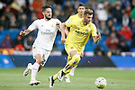 Real Madrid's Isco Alarcon (l) and Villareal's Leo Baptistao during La Liga match. April 20,2016. (ALTERPHOTOS/Acero)