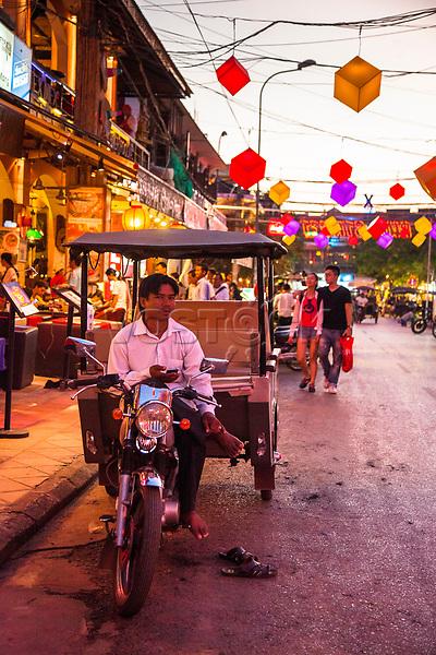 Asien, Indochina, Kambodscha, Siem Reap, Pub Street, zahlreiche Kneipen und Restaurants, Backpackerszene, engl. Asia, Indochina, Cambodia, Siem Reap, Pub Street, numerous pubs and restaurants, backpacker scene,