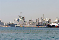 - French  Navy, Toulon naval base, amphibious assault ship<br /> <br /> - Marina Militare Francese, base navale di Tolone, nave da assalto anfibio