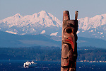 Seattle, totem pole, Victor Steinbrueck Park, ferries on Puget Sound, Olympic Mountains, Pacific Northwest, Washington State, West Coast, USA,.