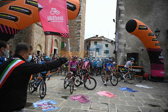 The start of Stage 15 of the 2021 Giro d'Italia, running 147km from Grado to Gorizia, Italy. 23rd May 2021.  <br /> Picture: LaPresse/Marco Alpozzi   Cyclefile<br /> <br /> All photos usage must carry mandatory copyright credit (© Cyclefile   LaPresse/Marco Alpozzi)