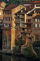 Europe/France/Midi-Pyrénées/81/Tarn/Albi: Vieilles maisons sur la rive droite du Tarn