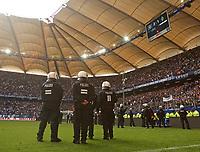 12.05.2018, Football 1. Bundesliga 2017/2018, 34.  match day, Hamburger SV - Borussia Moenchengladbach, Volksparkstadium Hamburg. Polizei kommt auf den Platz, da Pyro HSV fans of  abgebrannt wird *** Local Caption *** © pixathlon<br /> <br /> +++ NED + SUI out !!! +++<br /> Contact: +49-40-22 63 02 60 , info@pixathlon.de