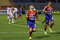 PASTO -COLOMBIA, 19-09-2015. Jonathan Gomez jugador del  Deportivo Pasto celebra un gol anotado a Independiente Santa Fe durante partido por la fecha 13 Liga Águila II 2015 jugado en el estadio La Libertad de Pasto./ Jonathan Gomez player of Deportivo Pasto celebrates a goal scored to Independiente Santa Fe for the 13th date of Aguila League II 2015 played at La Libertad stadium in Pasto. Photo: VizzorImage / Leonardo Castro / Cont