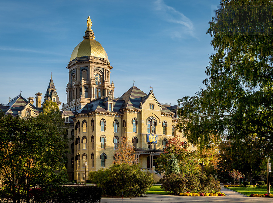 October 26, 2017; Main Building (Photo by Matt Cashore/University of Notre Dame)