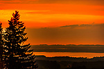 Deutschland, Bayern, Chiemgau, Siegsdorf: Sonnenuntergang am Chiemsee | Germany, Bavaria, Chiemgau, Siegsdorf: sunset at lake Chiemsee
