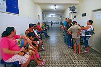 Espera por atendimento no Hospital Darcy Vargas. Rio de Janeiro. 2006. Foto de Luciana Whitaker.