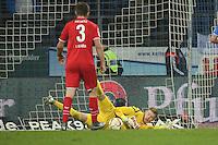Timo Horn (Koeln) haelt  - SV Darmstadt 98 vs. 1. FC Koeln, Stadion am Boellenfalltor