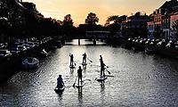 Nederland  Haarlem  2019.  Sup Adventures. Fridaynight Sup.   Berlinda van Dam / Hollandse Hoogte