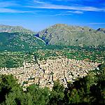 Spanien, Mallorca, Pollenca (Pollensa): Blick ueber die Stadt vom Puig de Maria | Spain, Mallorca, Pollenca (Pollensa): View over Town from Puig de Maria